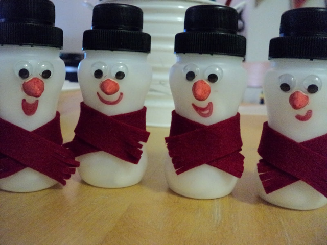 Eco friendly christmas decorations from recycled for Recycled christmas decorations using bottles