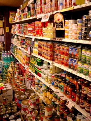 Import_canned_foods_in_Kobe